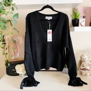 Wildfox NWT black v neck yarn Oracle sweater